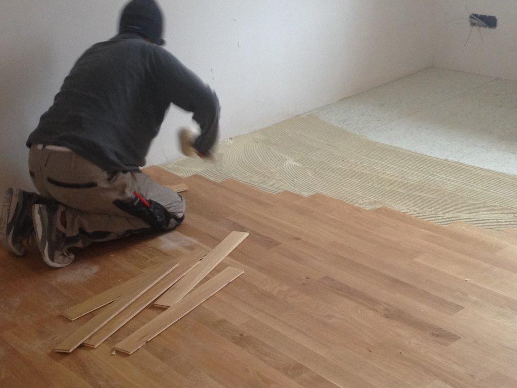 teppich wird zu modernem hellen eichenparkett peter von rotz bodenwelten gmbh referenzen. Black Bedroom Furniture Sets. Home Design Ideas